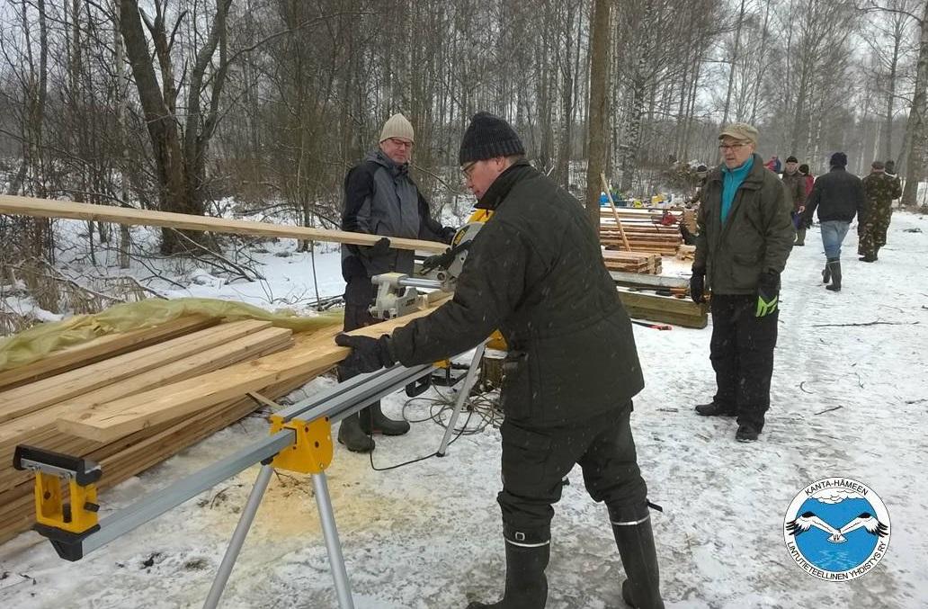 Kanta-Hämeen lintutieteellisen yhdistyksen talkoot Honkalanrannassa 20.2.2016. Kuva: Jussi Kairamo