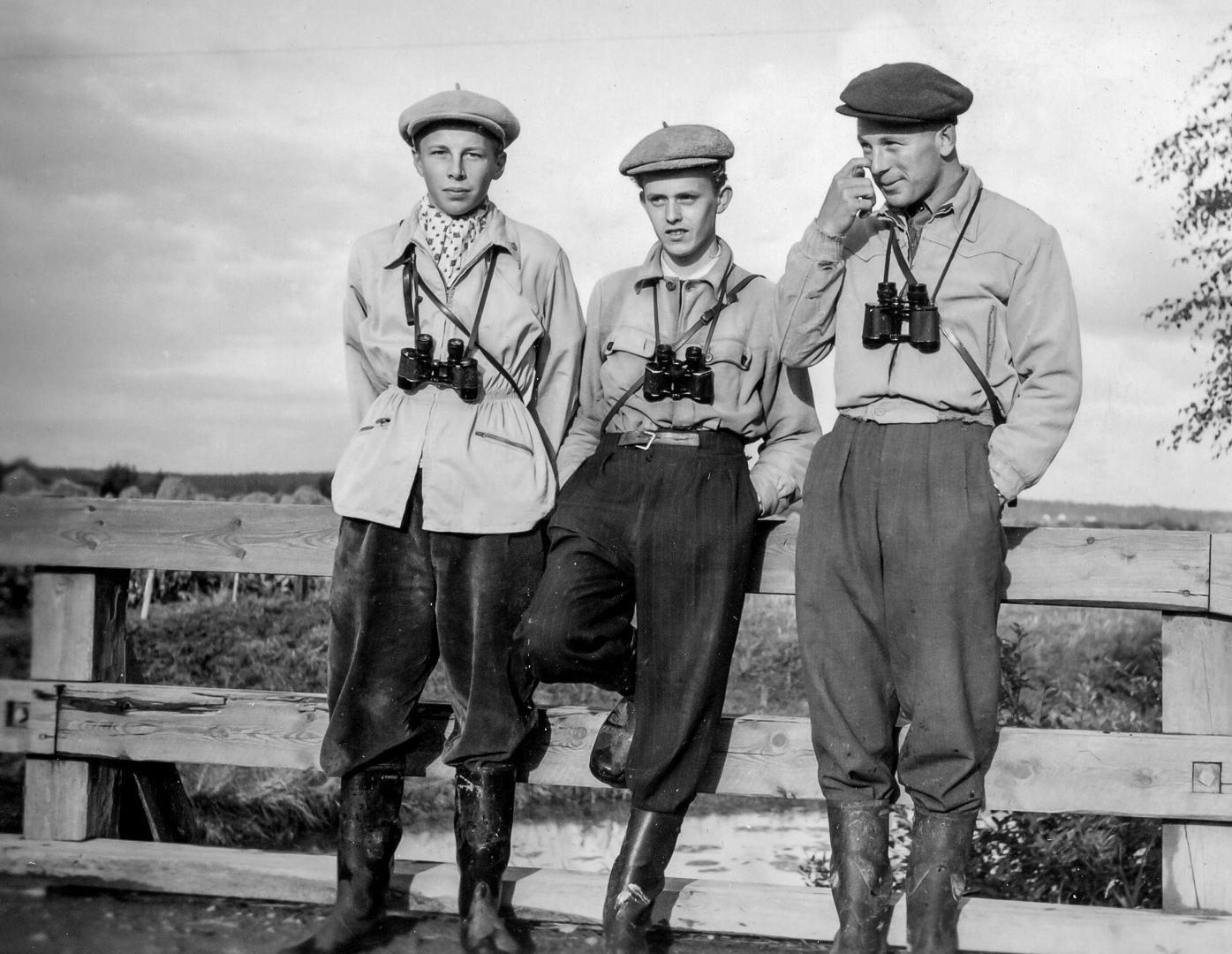 Linturetkellä 1954 Porin Luotsinmäellä Arvo Tuominen, Ilkka Lilja ja Martti Soikkeli. Kuva: Martti Soikkeli